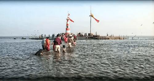 Nishkalank Mahadev Temple Bhavnagar amidst sea