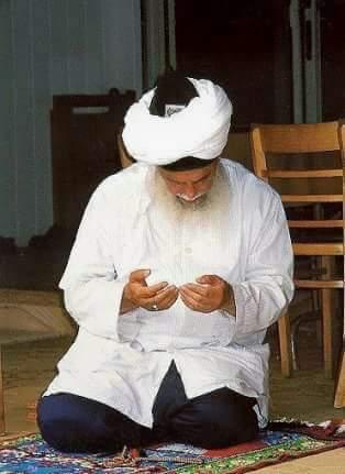 Scheich Nazim - betend
