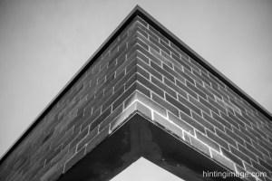 Cantilever brick