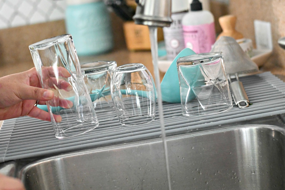washing and drying dishes with a roll-up drying rack