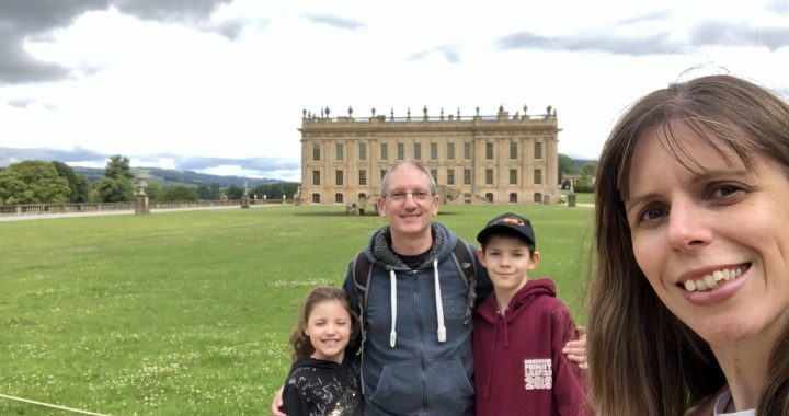 Hip2trek Family Chatsworth house in background