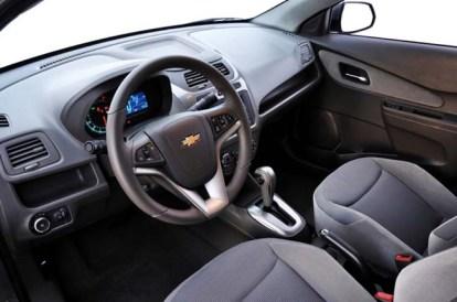 Chevrolet-Cobalt-2013-Interior-021