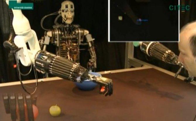BARTHOC: Un robot que tiene la capacidad de aprender