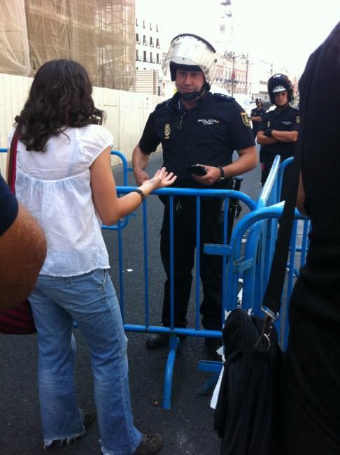 """La gente se pone hablar con los policías, terminamos en """"la orden viene de arriba y sólo hago mi trabajo"""