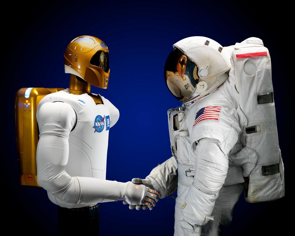 Robonaut y astronauta