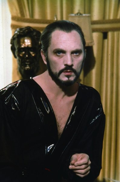 Terence Stamp es Zod