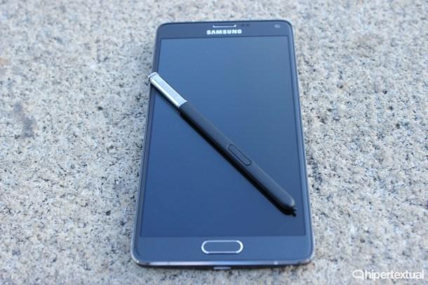 El Note 4 es uno de los varios modelos de Samsung afectados por esta vulnerabilidad.