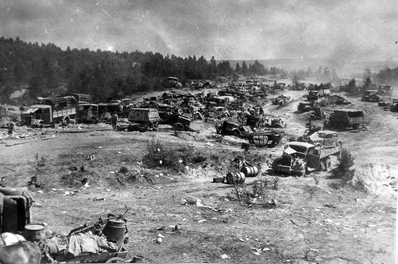 Vehiculos abandonados pertenecientes al 9º ejército alemán. <a href=