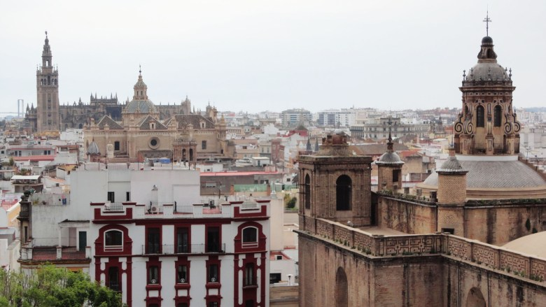 Sevilla. [Metropol - Parasol](http://apartamentos.aguilas5.com/metropol-parasol).