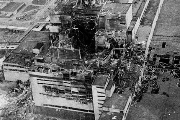 El reactor número cuatro de la estación de Chernobyl, horas después de la explosión.