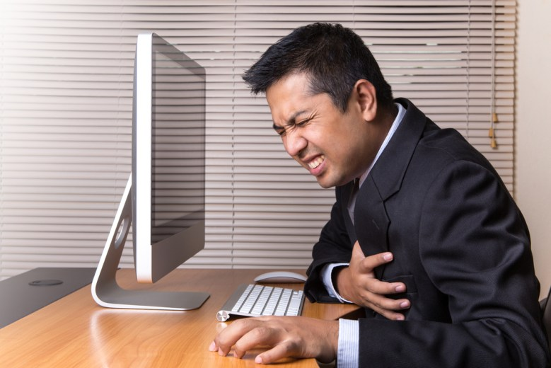 Sentarse frente al ordenador afecta la salud
