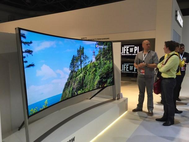 Con el formato 21:9 las pantallas curvas ofrecen una muy buena experiencia. Aunque quedan relegadas sólo a ver películas en ellas.