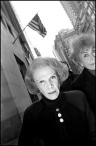 USA. New York City. 1992. Women walking on Fifth Avenue.
