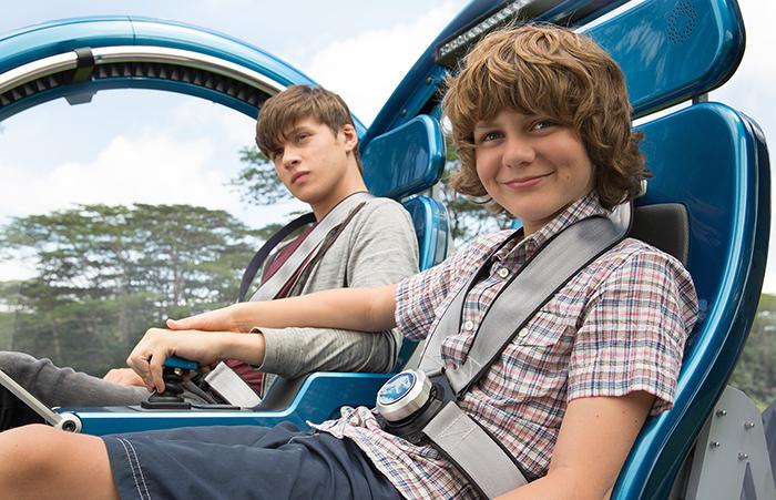 Los hermanos Zack y Grady juntos tras su llegada a Jurassic World - Girosfera
