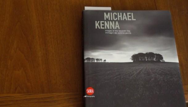 Ejemplar del libro Images of the Seventh Day de Michael Kenna. Fuente: Theartofphotography