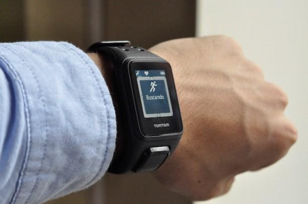 El TomTom Spark hace *tracking* constante de pasos y ritmo cardíaco.