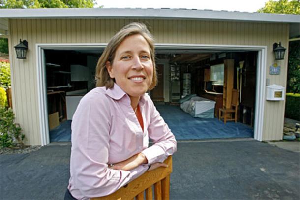 Susan Wojcicki en el que garage de su casa, donde nació Google.
