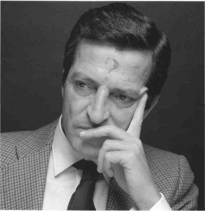 Retrato del político español Adolfo Suárez, obra de Alberto Schommer. Fuente: ElCruasanDeAudrey