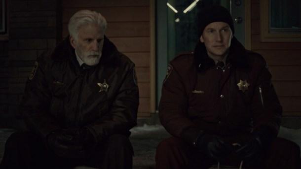 Policías en la noche. Ambos saben que no será fácil.
