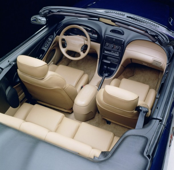 Interior del Ford Mustang 1994