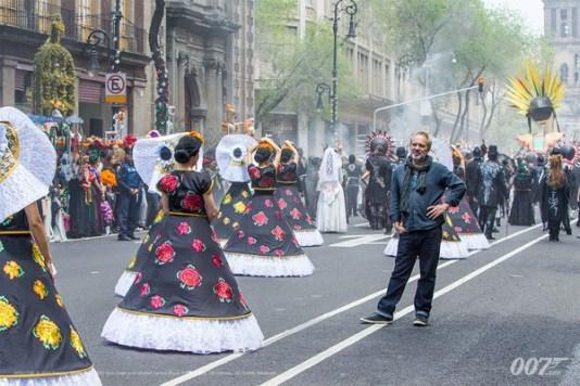 desfile-mexico-bond