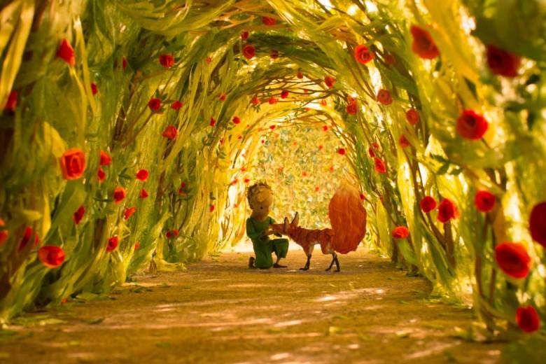 le-petit-prince-entoure-de-roses