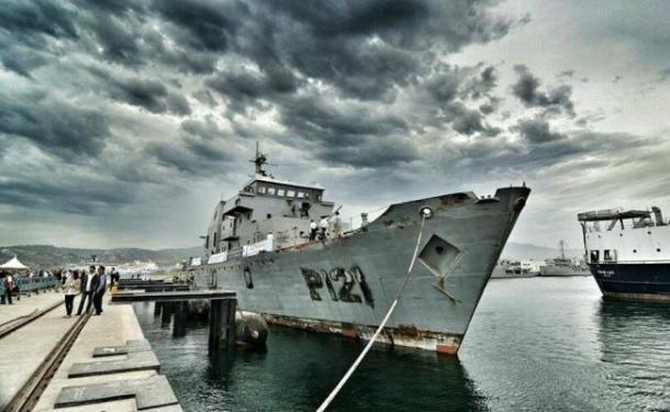 La embarcación que será hundida es el Uribe 121