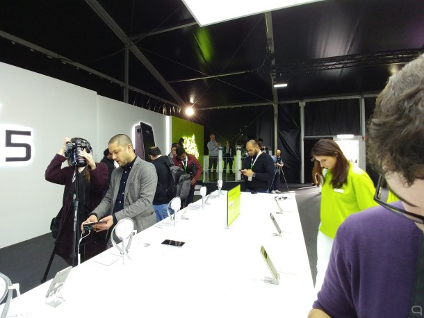 LG G5 disparando con la cámara trasera panorámica