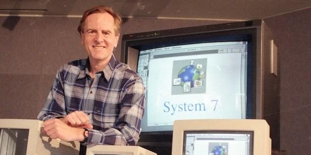 John Sculley en la presentación de System 7