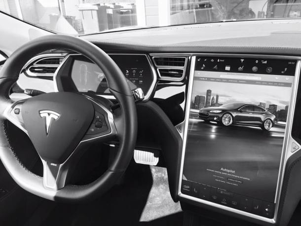 Tesla Hipertextual interior