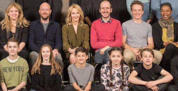 Rowling y el elenco de Harry Potter and the Cursed Child, en la presentación de la obra.