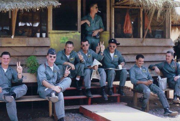 John Morrissey. Grupo de pilotos antes de su primera misión.