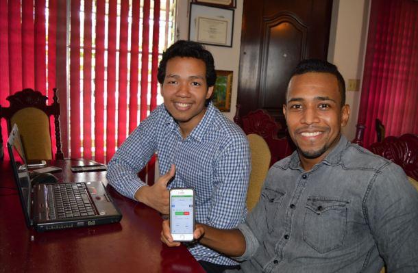 Felipe Chen y Juan Girón, fundadores de One Second Solver.