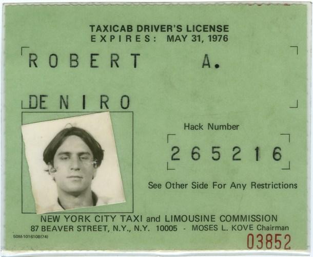 Su licencia de taxista.