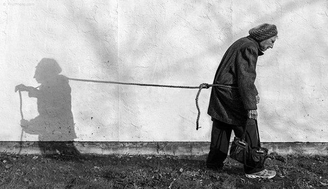91-year-old-mother-playful-photography-elderly-women-strange-ones-tony-luciani-5