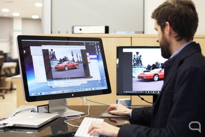 Daniel, como buen administrador de Menéame, eligiendo su Ferrari.