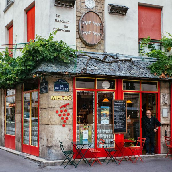 the-story-behind-these-iconic-parisian-storefronts-5809c947058db__880