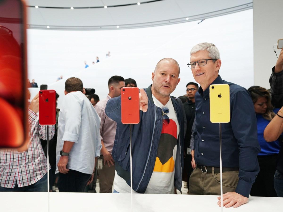 Tim Cook y Jony Ive tras la presentación de un nuevo iPhone