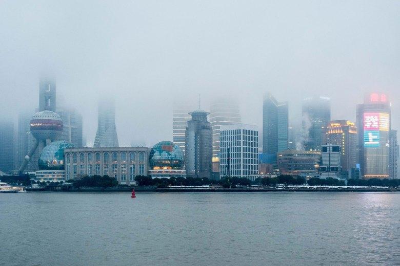 Ciudad China bajo la niebla