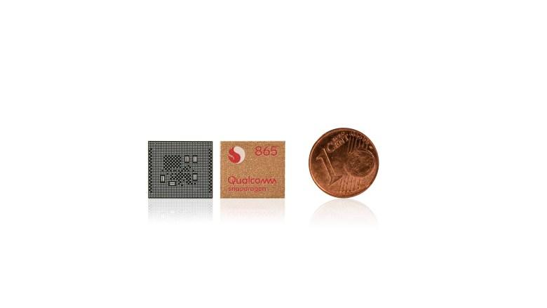 Qualcomm Snapdragon 865 5G junto a una moneda de un céntimo