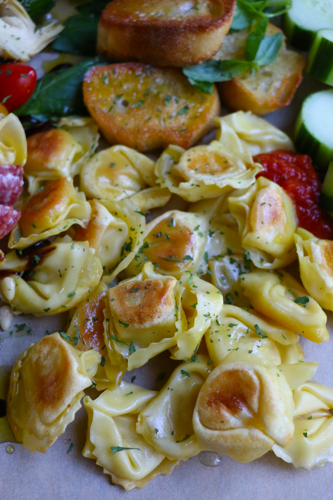 Tortellinis, vegetables, and slices of bread.
