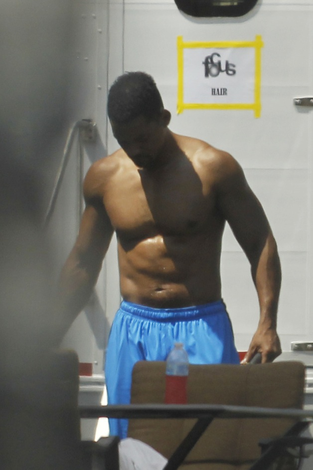 Will Smith goes shirtless for a workout between takes on the set of 'Focus' in New Orleans