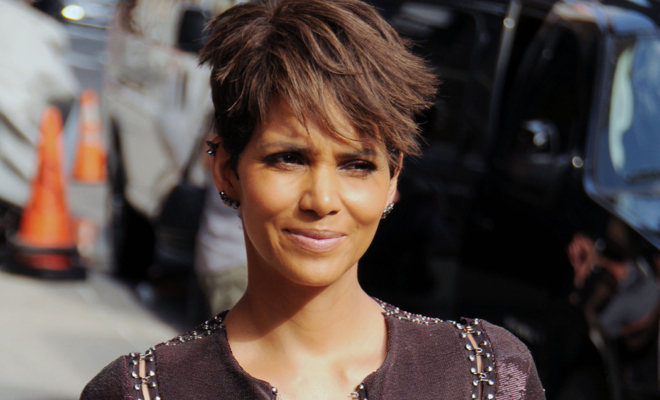 halle berry s top turn up moments of her career hiphollywood. Black Bedroom Furniture Sets. Home Design Ideas