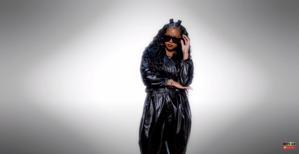 H.E.R is giving me 90s Aaliyah vibes and I love it 28 2020 28 2020
