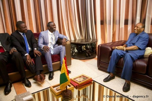 Akon and activist  Thione Niang, Founder and President of GIVE1 PROJECT, laughing with President Alpha Conde of Guinea.
