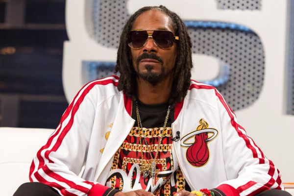 snoop-dogg-condemns-two-police-officers