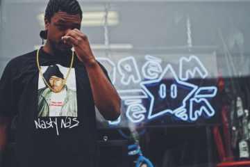Supreme : Le tee-shirt à l'effigie de Nas dépasse les 500€ à la revente