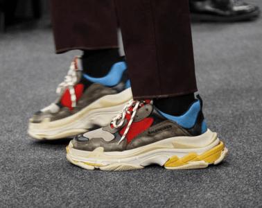 La controversée sneakers TRIPLE S de Balenciaga est disponible
