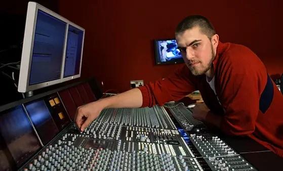 560_modern-world-studios-music-producer