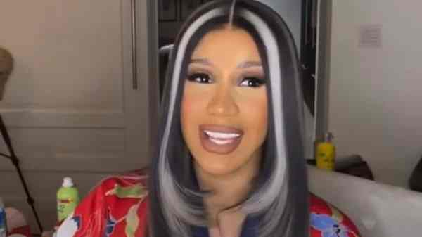 """CARDI B REVEALS HER BIGGEST INSECURITY WHILE RECORDING """"BIG PAPER"""""""